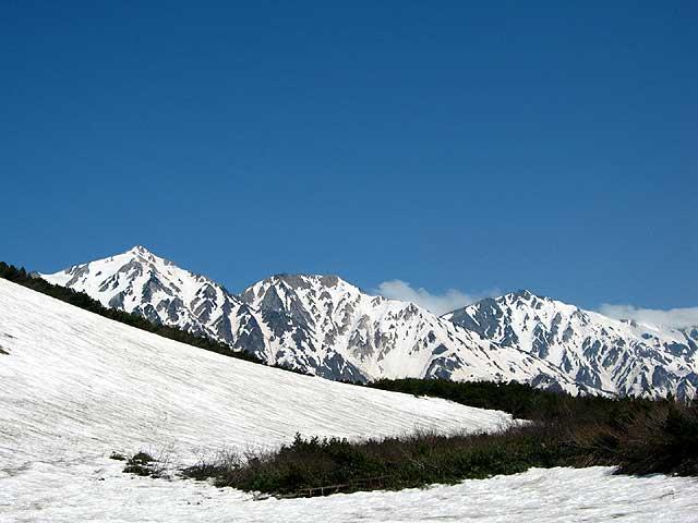 残雪の白馬三山