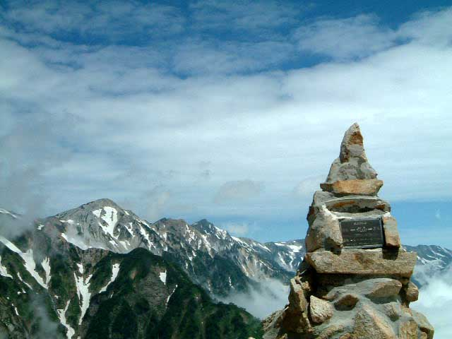 丸山ケルンと白馬三山
