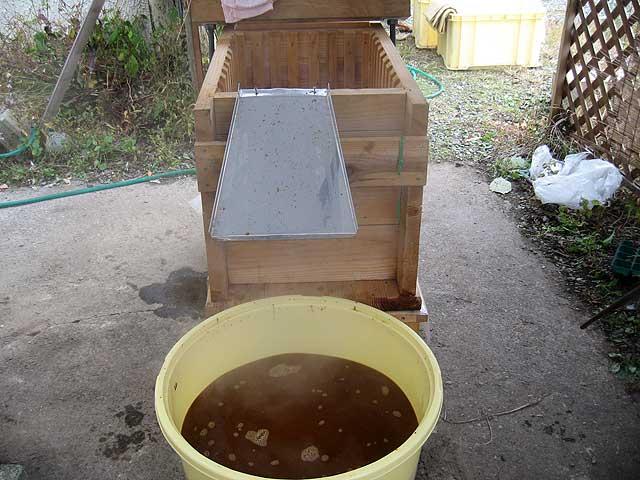 醤油搾り −もろみにお湯を加える−