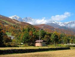 山麓が紅葉してキレイです