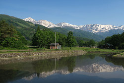 水面に映る白馬三山